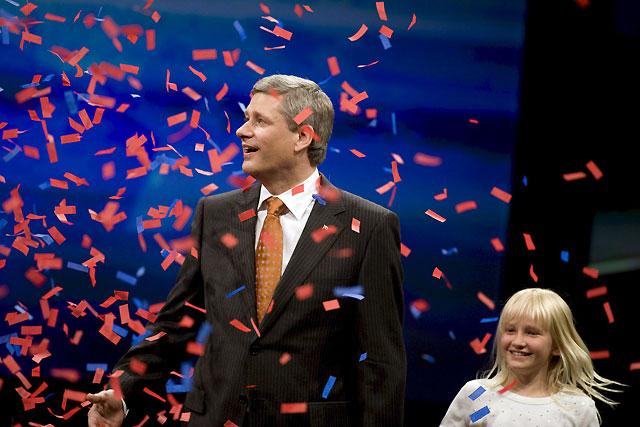 """Harper trabajará con la oposición """"para capear"""" la crisis tras ser reelegido en Canadá"""