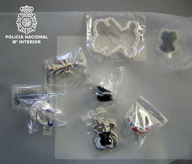 Cerca de 17.000 piezas intervenidas y 22 detenidos en una operación de la Policía contra la falsificación de joyas