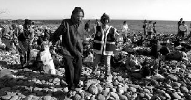 Llega un cayuco con 69 subsaharianos a una playa del sur de Tenerife