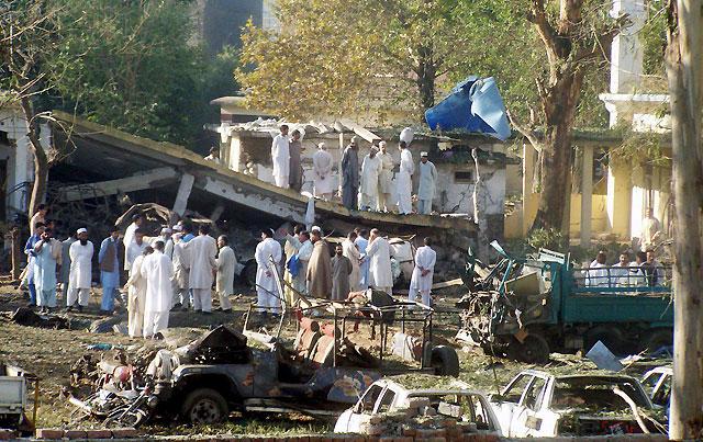Cuatro policías muertos y 16 heridos en un atentado suicida en el norte de Pakistán
