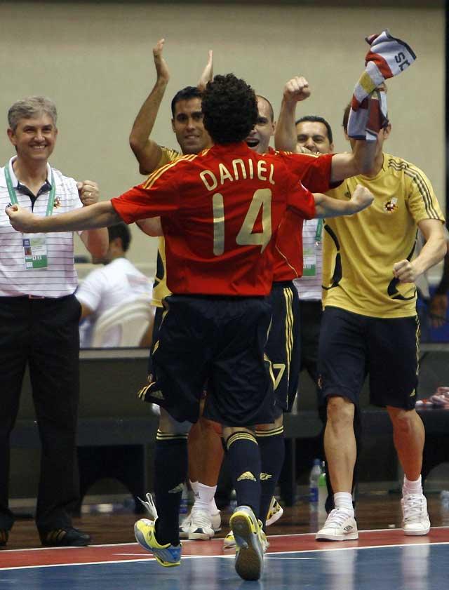 España puede con Italia en el último segundo de la prórroga (3-2)
