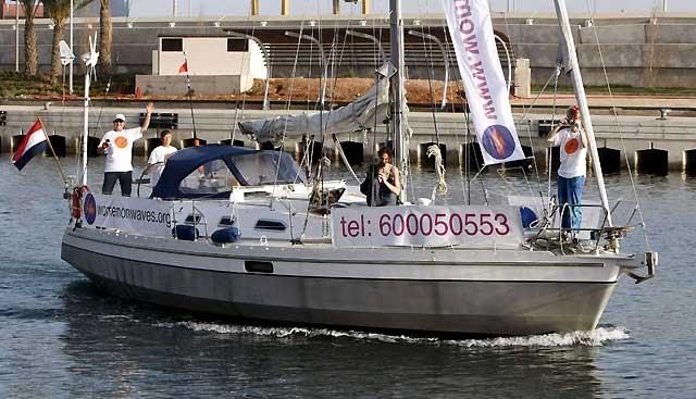 Atraca en Valencia el barco abortista entre protestas de asociaciones provida