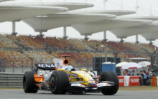 Alonso (Renault) sigue al alza en unos libres dominadas por Hamilton (McLaren)
