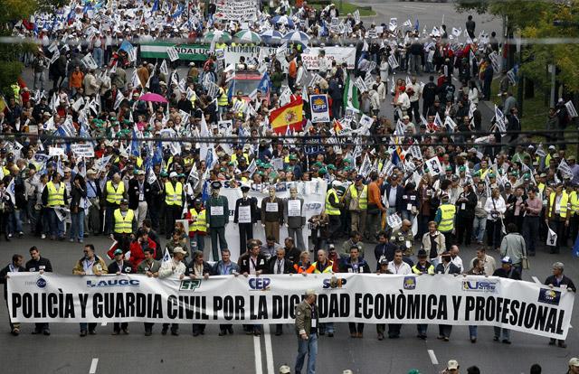 Miles de policías y guardias civiles exigen en Madrid la equiparación salarial