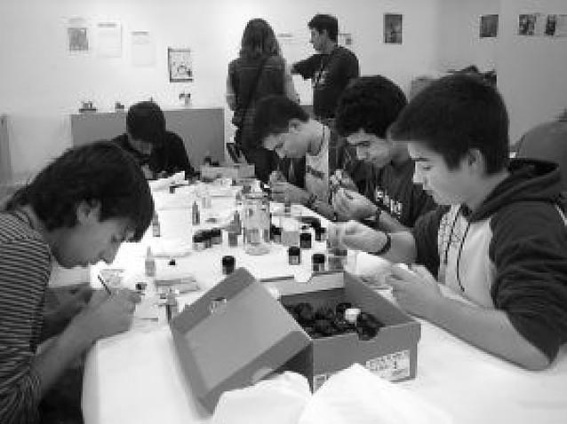 La afición a la pintura de figuras en miniatura cita a trece jóvenes en la ciudad del Ega
