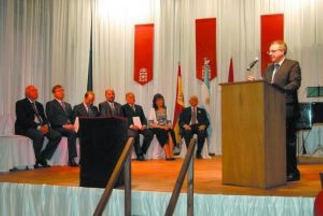 Sandalio Monreal, ex presidente del centro navarro de Rosario, recibió la Cruz de Carlos III