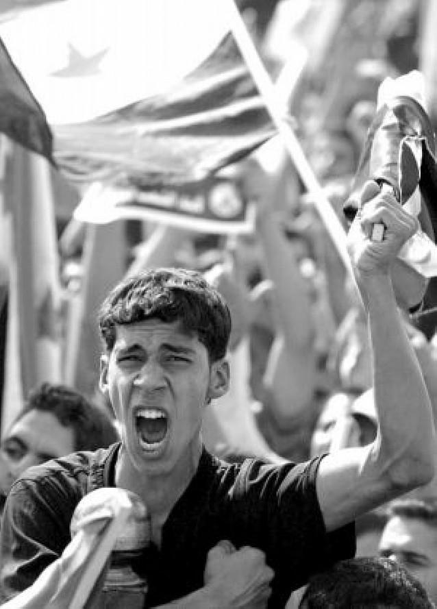 Miles de personas protestan contra EE UU en Bagdad