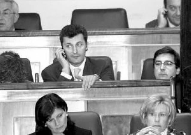 Los votos de Cervera y Salvador pondrán a prueba el miércoles el pacto UPN-PP