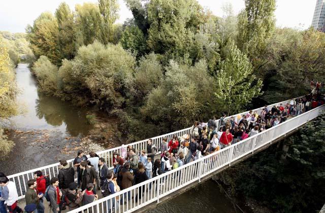Miles de personas asisten en un ambiente festivo al Nafarroa Oinez 2008