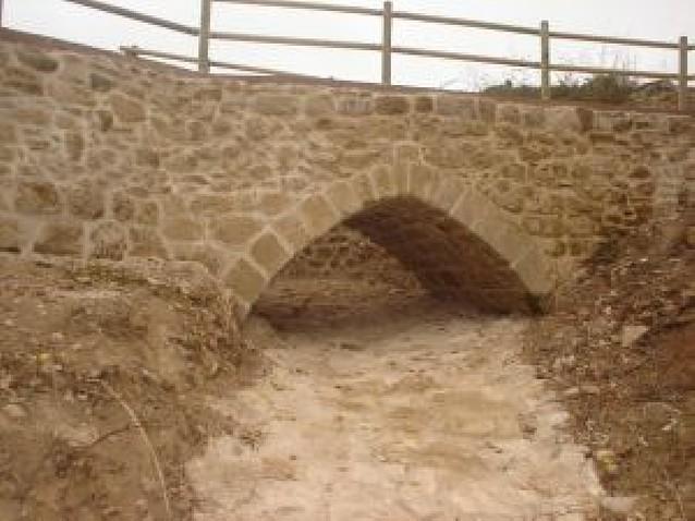 Sale a la luz un puente medieval en Valmayor