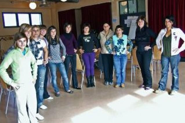 La localidad estrena una escuela de jotas