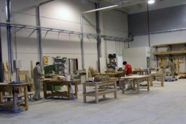 Una fábrica de muebles invierte 1,7 millones en su nueva planta de Castejón