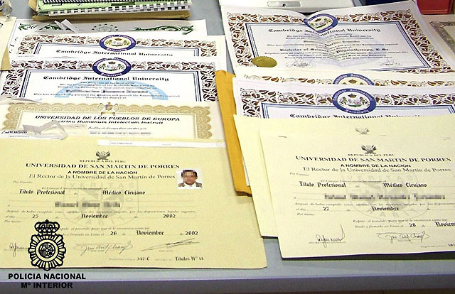 Detenidas 27 personas implicadas en la concesión de títulos universitarios falsos
