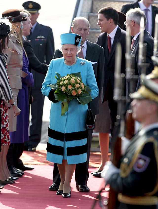 Isabel II y el duque de Edimburgo inician una visita de tres días a Eslovenia