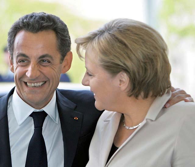 Merkel no quiere que Sarkozy la 'manosee'
