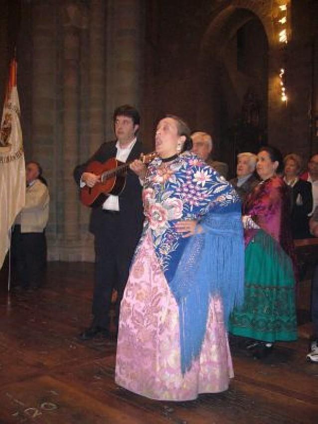 la Casa de Aragón en Navarra festejó a la Virgen del Pilar con flores, jotas y cena