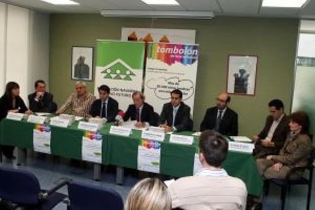 Siete empresas firman con Nuevo Futuro convenios para la rifa Tombolón
