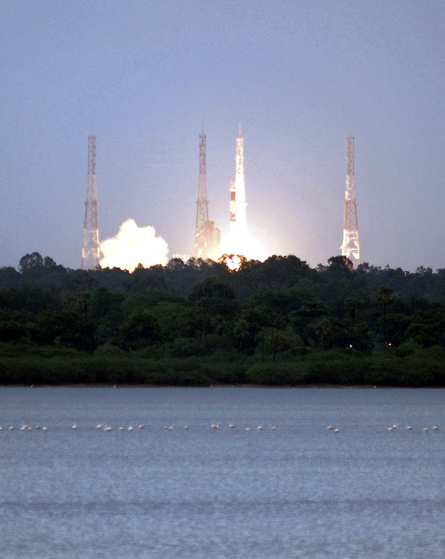 La India lanza con éxito su primera sonda lunar