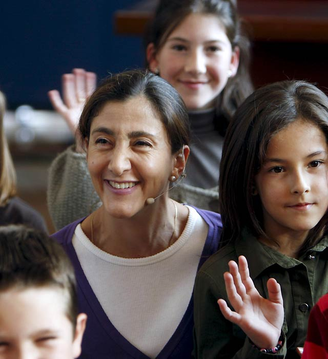 """Betancourt habla con niños asturianos de la importancia de la valentía y el perdón para """"hacer un mundo mejor"""""""