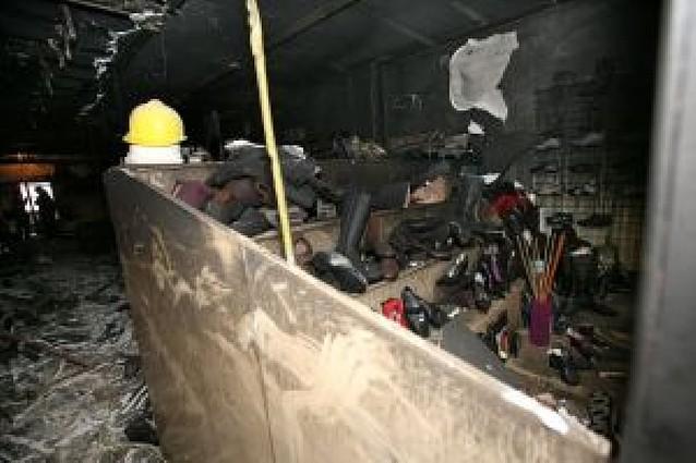 El incendio en una zapatería de Tudela impide dormir en sus casas a 20 familias