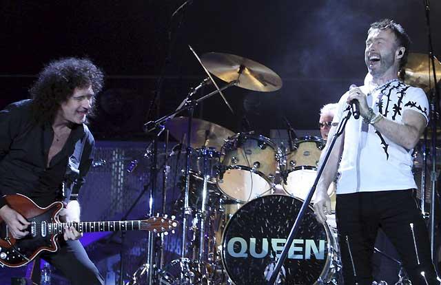 Queen llena el Palau Sant Jordi de rock cósmico