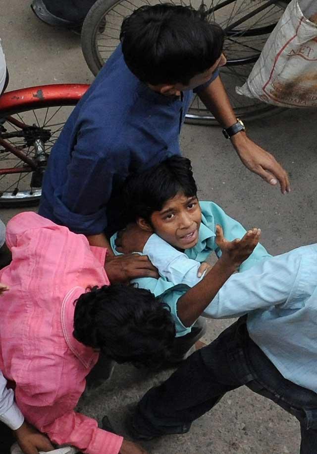 Mueren 23 personas en la explosión de una fábrica ilegal de petardos en la India