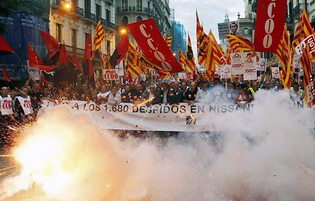 Miles de trabajadores claman en Barcelona contra los despidos de Nissan