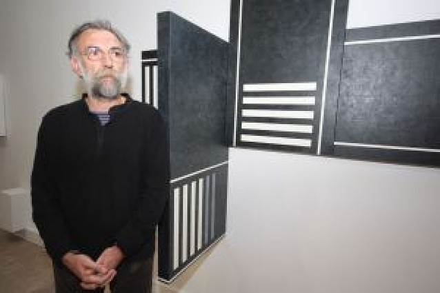 Félix Ortega llena la Sala de Armas de pasos de cebra