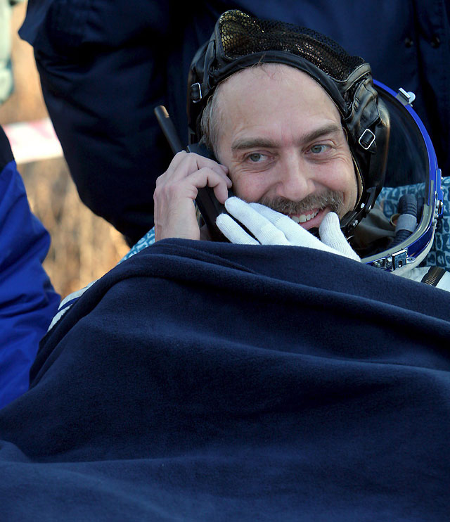 El sexto turista espacial aterriza a bordo de la nave Soyuz en Kazajistán