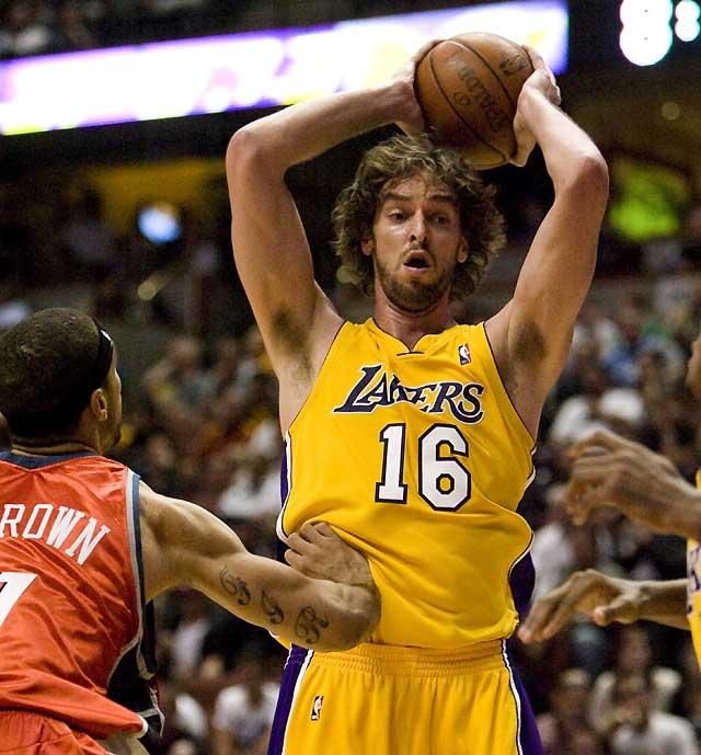 Gasol ejerce de líder en el triunfo de Lakers ante Bobcats (88-77)