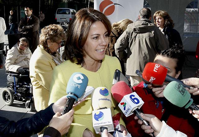 """Barcina responde a Caro que, gracias a las nuevas tecnologías, ha estado en """"permanente contacto"""" con Sanz en su viaje"""