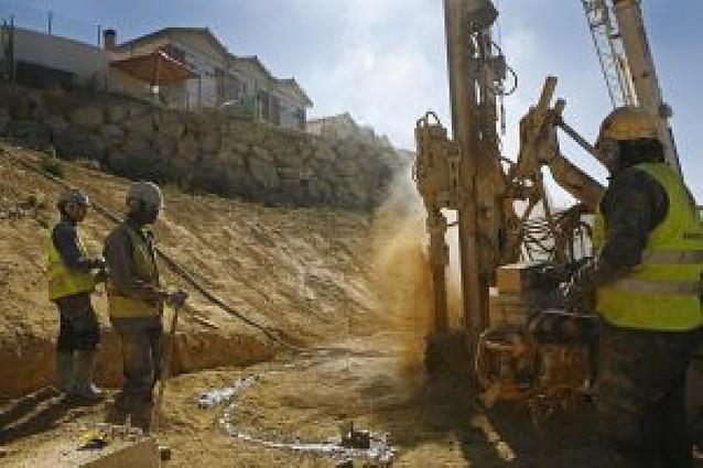 Una compleja obra de ingeniería frena los deslizamientos en la ladera del Puy