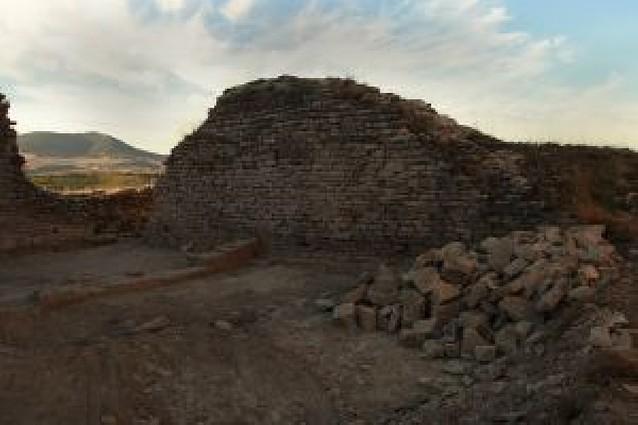 Trabajos en el Castillo de Tiebas para consolidar la estructura