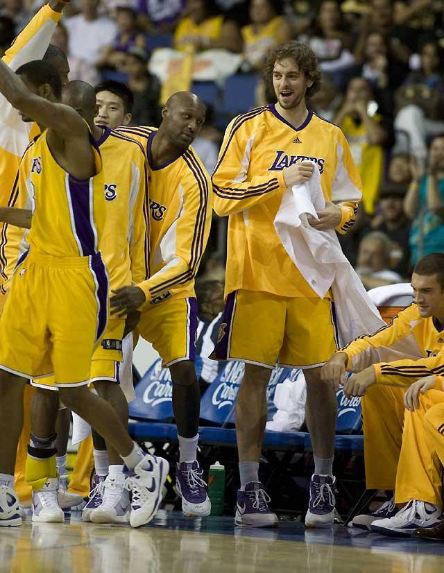 El regreso de Bryant marca el cierre de la pretemporada de Lakers con una nueva victoria