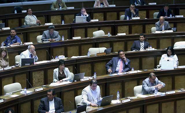 La Asamblea Constituyente de Ecuador designa a los entes electorales y legislativo interinos