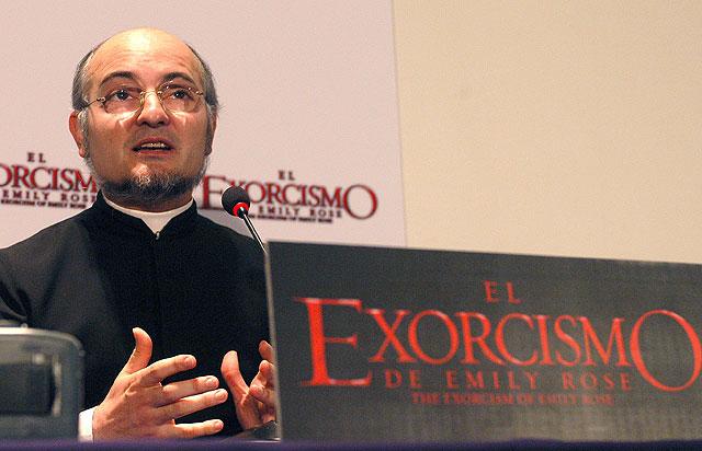 El exorcista José Antonio Fortea dice que su vida es una historia de prohibiciones