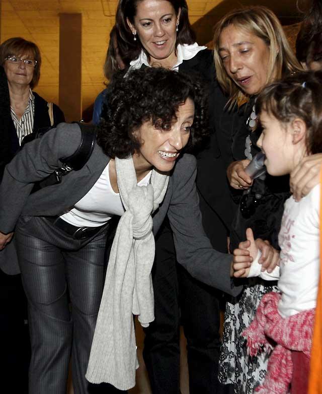 Mercedes Cabrera anuncia en Pamplona más medidas de apoyo a las familias numerosas