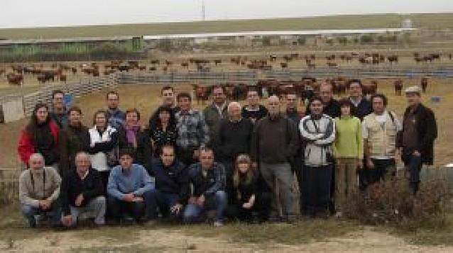 Los amigos de la Casta Navarra visitan la ganadería de Aranda