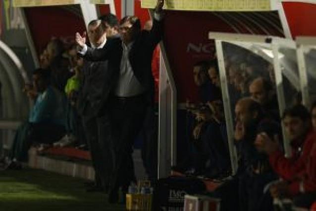 """Camacho: """"El arbitraje ha condicionado mucho el partido"""""""