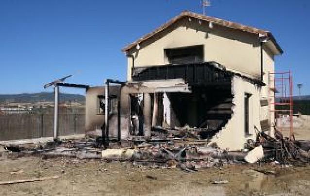 Incendio nocturno sin heridos en una vivienda de Puente la Reina