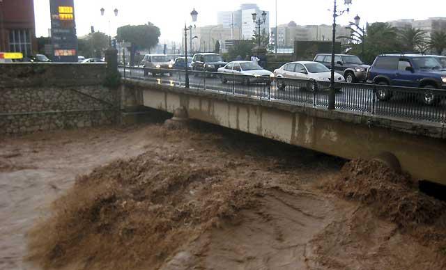 La lluvia deja incomunicada por tierra, mar y aire a Melilla