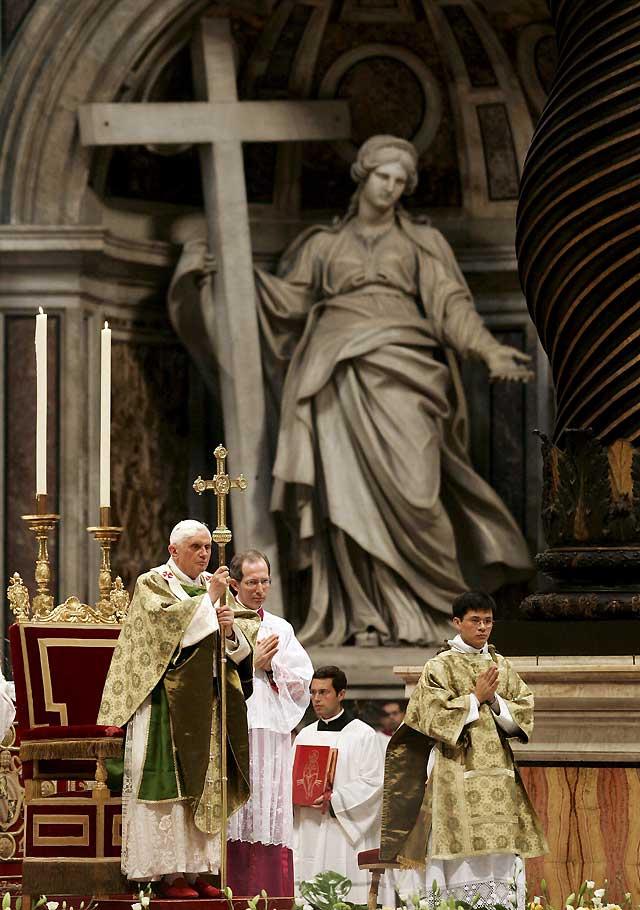 El Papa dice que la Biblia no puede ser despojada del elemento divino