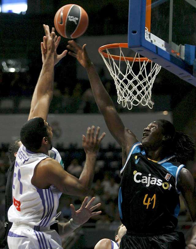 El Cajasol sale por la puerta grande de Vistalegre y el Barça gana al CAI con mucho esfuerzo