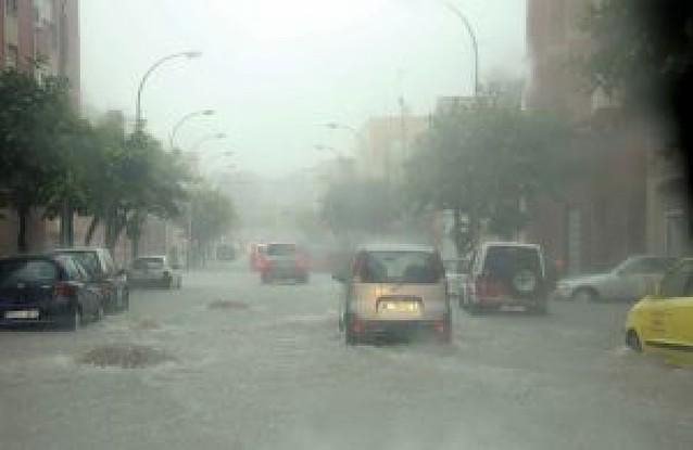 Melilla quedó aislada por tierra, mar y aire tras una tromba de agua