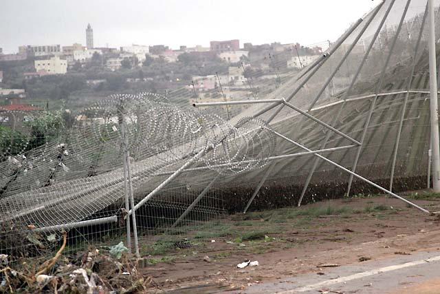 Interceptados 30 inmigrantes que entraron en Melilla por una compuerta dañada por la lluvia