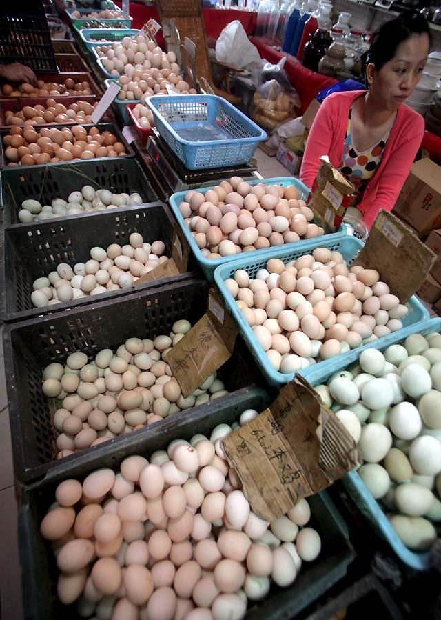 Hong Kong solicita que China investigue la aparición de melamina en huevos