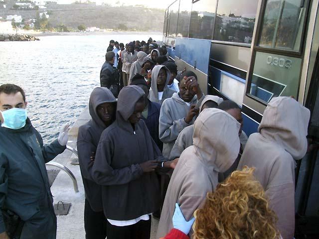 Dos muertos, uno de ellos menor, entre las 125 personas que llegaron hoy en cayuco a La Gomera
