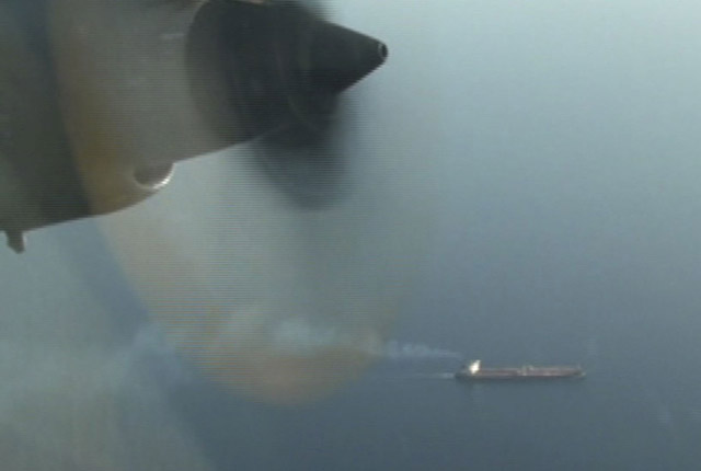 El avión patrullero español logra evitar el secuestro de un petrolero en Somalia