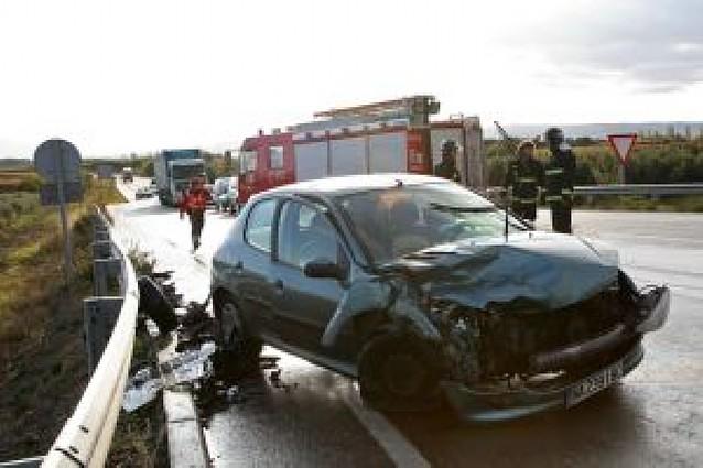 Dos heridos tras chocar dos vehículos en Murchante