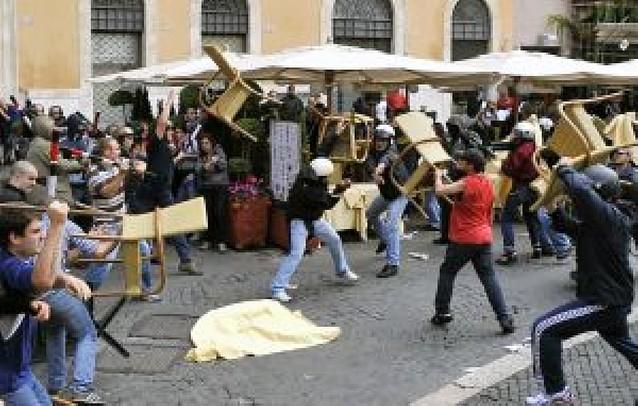 Italia aprueba una reforma educativa que suprimirá cerca de 100.000 empleos